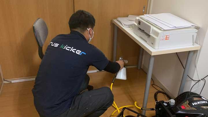 オフィスの光触媒抗菌コーティング施工シーン