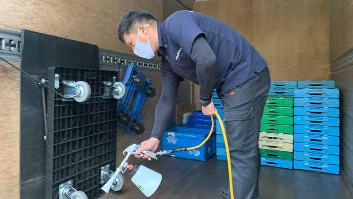 トラックの荷台の光触媒抗菌コーティング・クラスター対策と商品の安全管理が目的です。